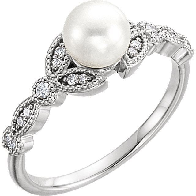 Picture of 14K Gold Freshwater Pearl & 1/8 CTW Diamond Leaf Ring