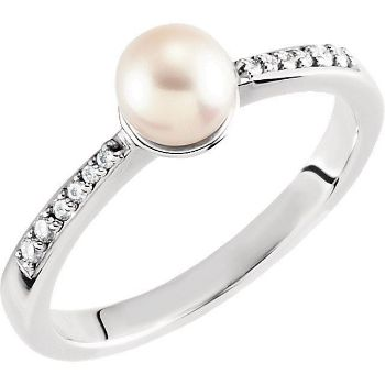 Picture of 14K Gold Freshwater Cultured Pearl & .07 CTW Diamond Ring