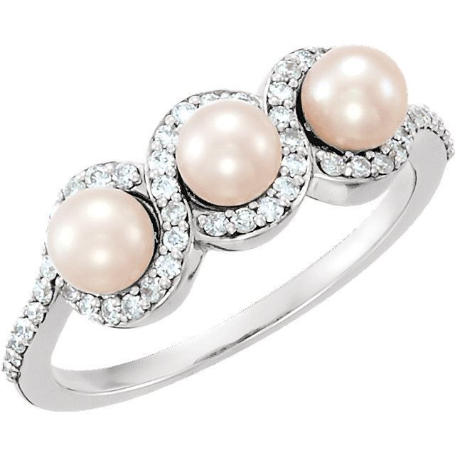 Picture of 14K Gold Freshwater Cultured Pearl & 1/4 CTW Diamond Ring
